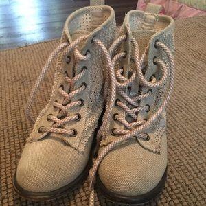 Women's shorty boots